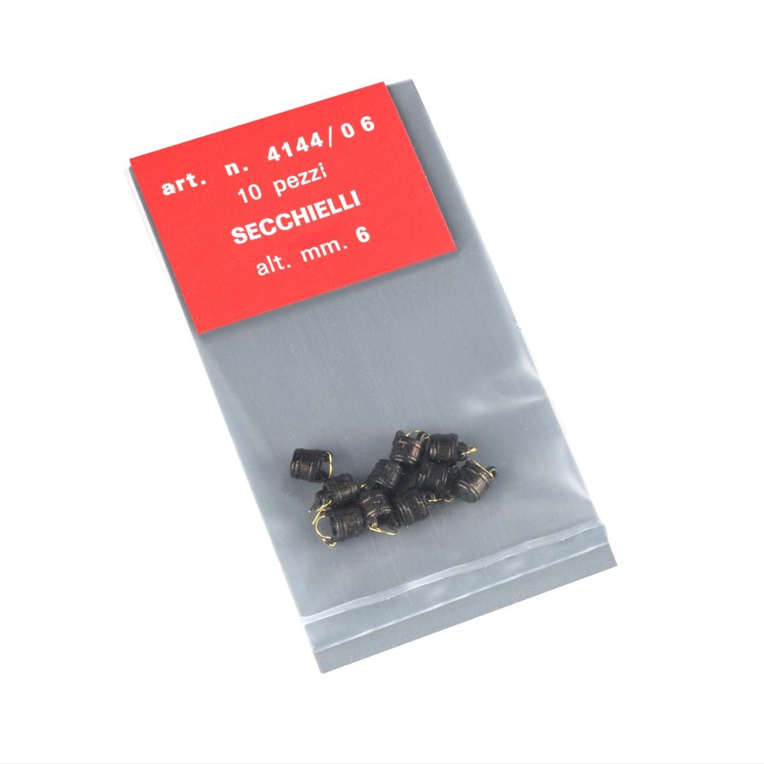 Cucharones metálicos con asa mm.6.
