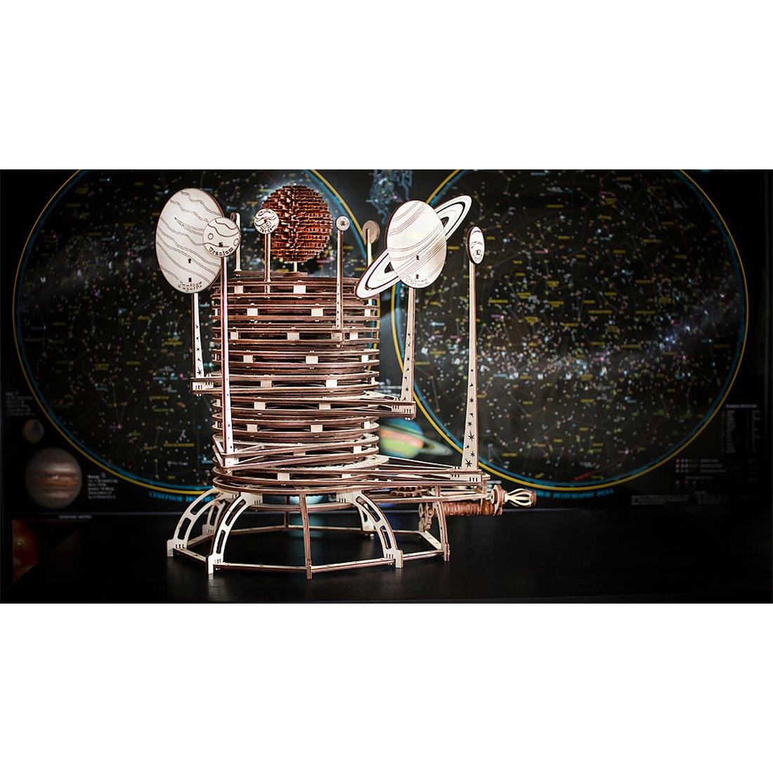 Planetario in legno pretagliato